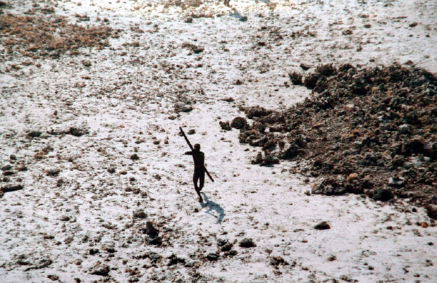 Ein seltenes Bild von einem Sentinelesen-Mann.