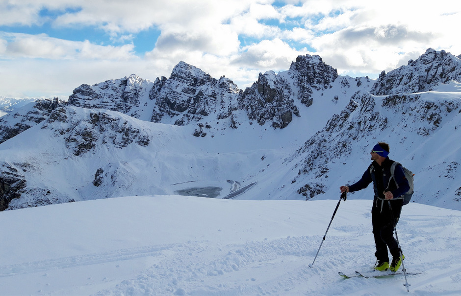 Spaß im Schnee: Damit dieser auch sicher besteht, sollten die Skier auch immer wieder zum Service gebracht werden.