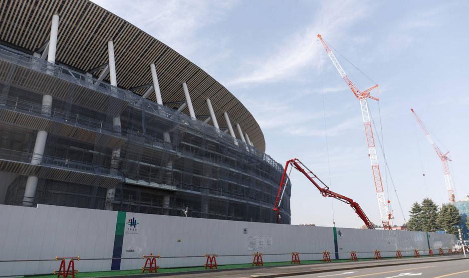 Das Nationalstadion in Tokio bekommt den letzten Feinschliff verpasst.