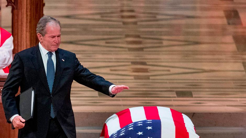 Mit einer bewegenden Ansprache nahm der frühere Präsident George W. Bush Abschied von seinem Vater George H. W. Bush.