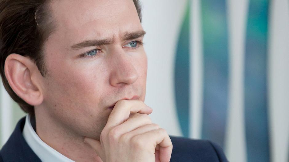 """Bundeskanzler Sebastian Kurz wurde wegen seiner seltenen Äußerungen zu unangenehmen Themen zum """"Schweigekanzler 2.0"""" gekürt."""