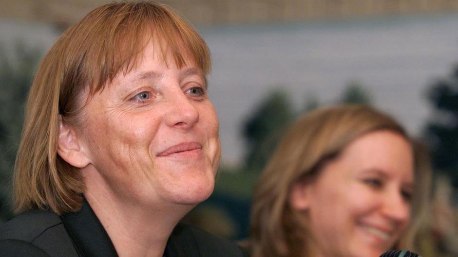 Angela Merkel noch zu Beginn ihrer Polit-Karriere. Nach 18 Jahren verabschiedet sie sich.