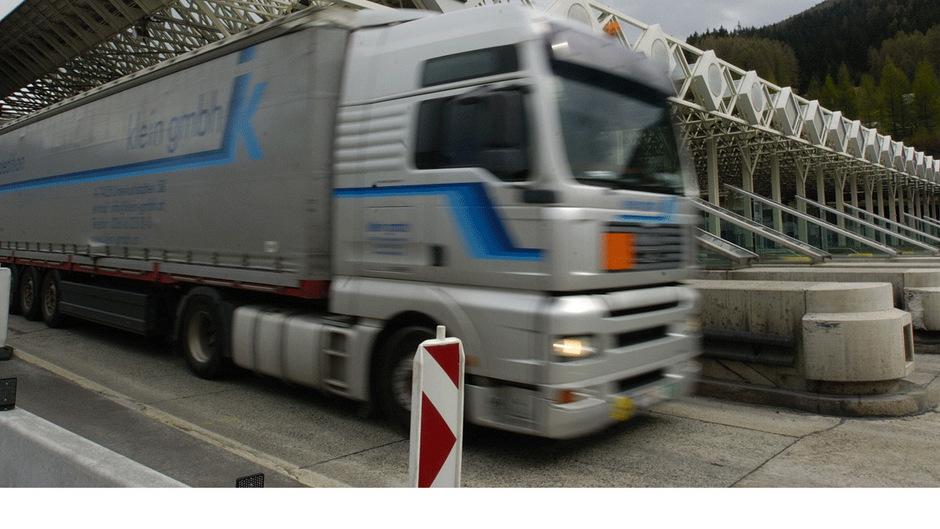 Freie Fahrt: Die Zahl der Transit-Lkw an der Asfinag-Hauptmautstelle Schönberg steuert mit Jahresende auf ein neues Allzeithoch zu.