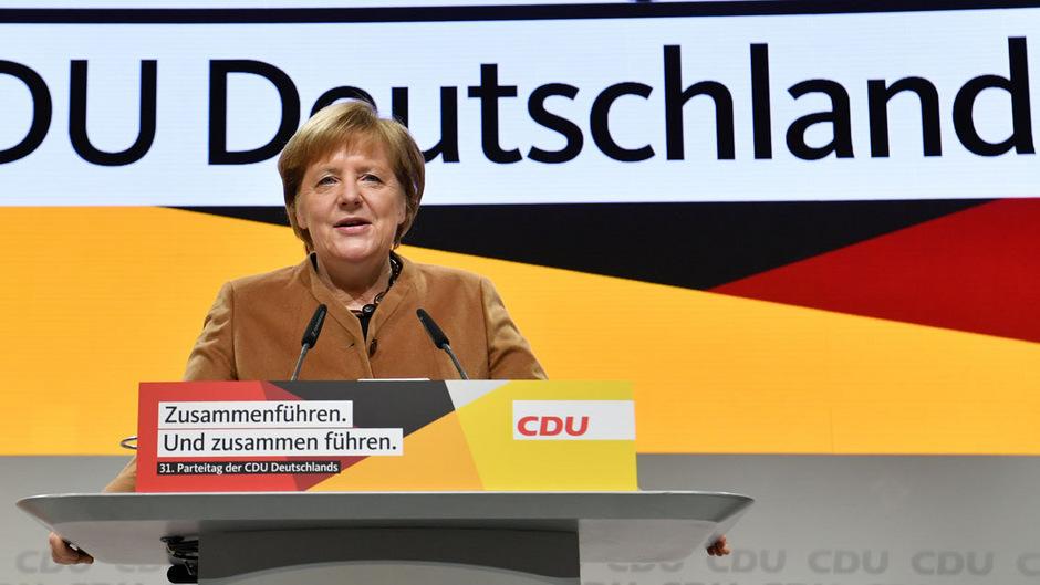 Seit mehr als 18 Jahren ist Angela Merkel Vorsitzende der CDU - nun wählen die deutschen Christdemokraten eine neue Parteispitze.