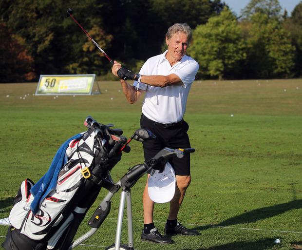 In der wohlverdienten Pension schwingt der Ex-Kicker den Golfschläger.