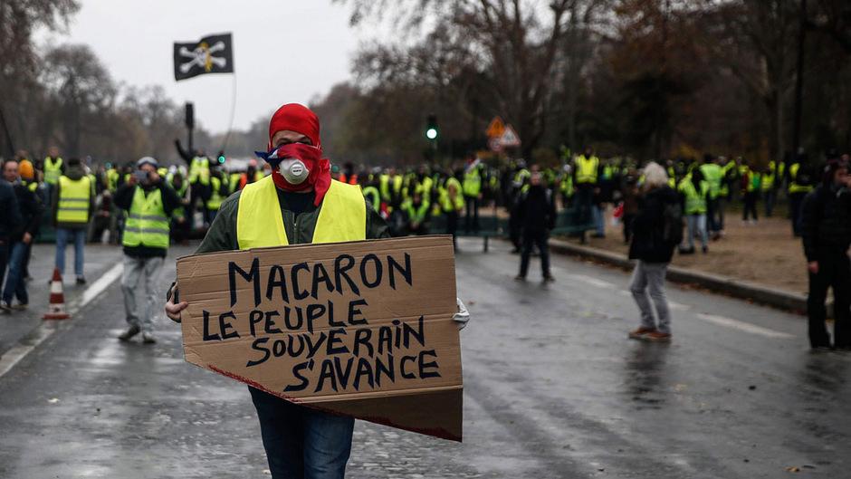 Die Proteste in Frankreich richten sich längst nicht mehr nur gegen hohe Steuern und Lebenshaltungskosten. Es geht um den Kopf des Präsidenten.