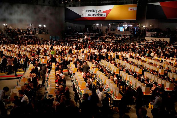 Merkel wurde nach ihrer Rede von den 1001 Delegierten mit knapp zehn Minuten Applaus gewürdigt.