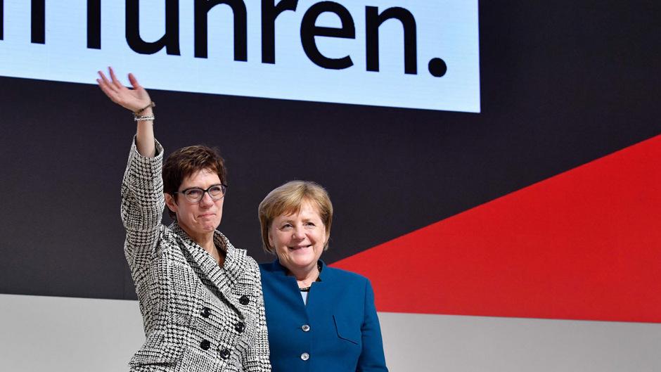 """Kramp-Karrenbauer hatte in ihrer Bewerbungsrede erklärt, die CDU müsse eine Partei sein, die Mut hat - anstatt """"ängstlich nach rechts und nach links zu schauen""""."""