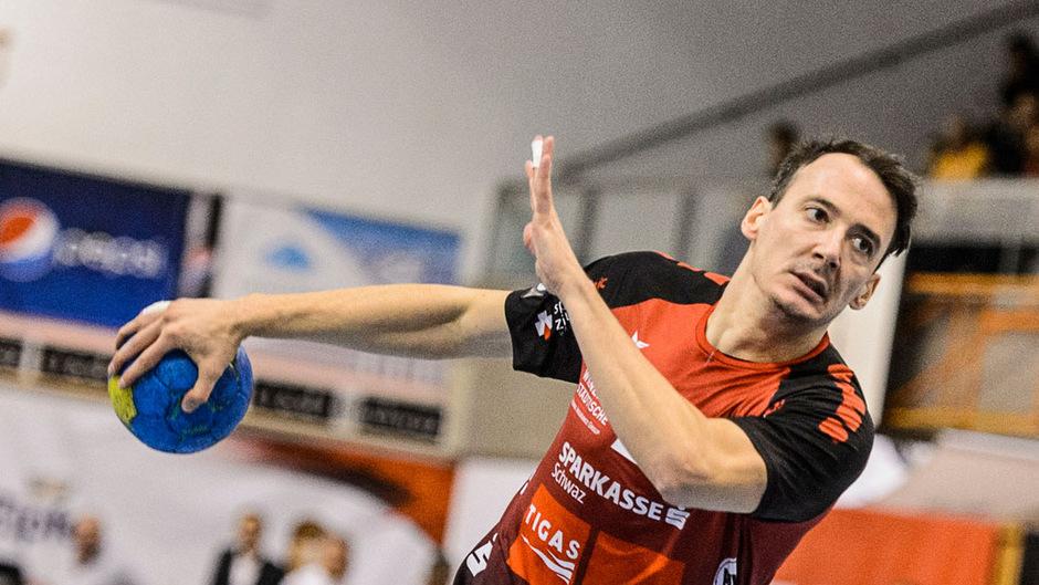 Topscorer Alexander Wanitschek feierte in Bregenz mit rund 50 mitgereisten Tiroler Fans einen 26:24-Auswärtssieg.