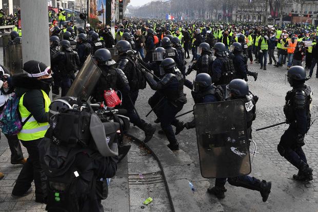 Die Regierung hatte landesweit 89.000 Sicherheitskräfte mobilisiert, in Paris waren es 8000.