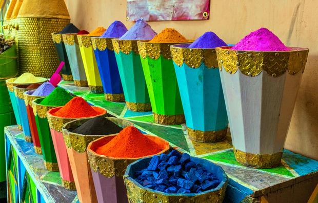 Eine Farbenpracht: die in den Märkten angebotenen Gewürze.