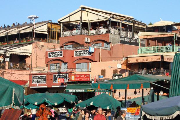 Rund um den Djemaa el Fna finden sich viele Cafés mit Dachterrassen.
