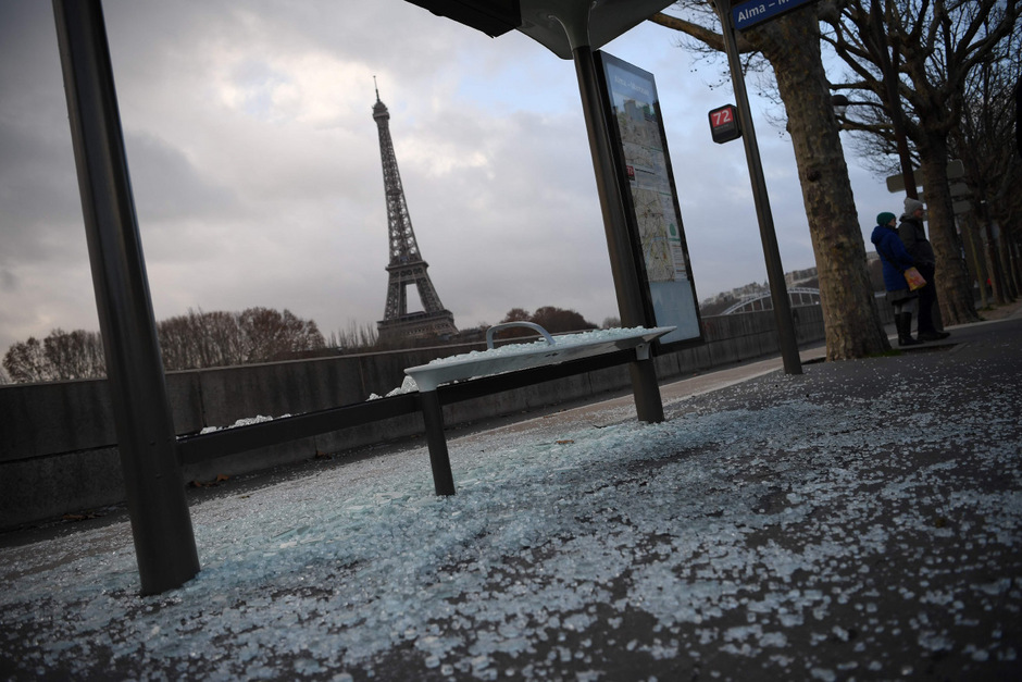 Eine Spur der Verwüstung zog sich durch viele Teile von Paris.
