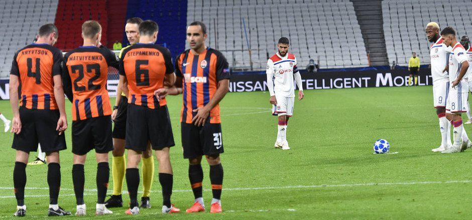 Olympique Lyon steht auf dem Weg ins Achtelfinale die Hürde Schachtjor Donezk im Weg.