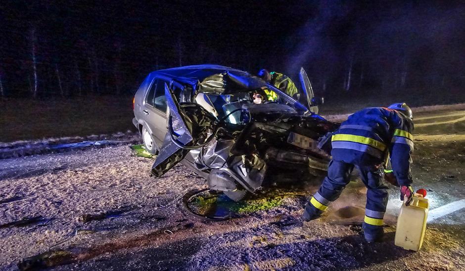 Der Lenker des Pkw wurde schwer verletzt.