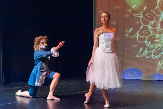 """""""Die Schöne und das Biest"""" wird an Heiligabend im Theater InnStanz aufgeführt."""