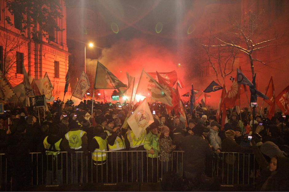 Nach der friedlichen Demonstration kam es zu Tumulten.