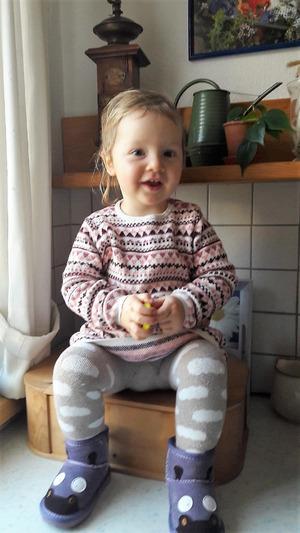 Die kleine Stella ist zwei Jahre alt. Mit einer Stammzellenspende hat sie die Chance, ihre Blutkrankheit zu überwinden.