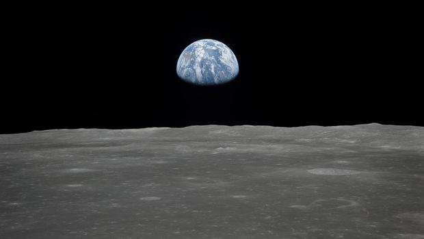 """Die Erde geht am Horizont des Monds auf: Dieses historische Foto entstand 1969 während der Mission """"Apollo 11""""."""