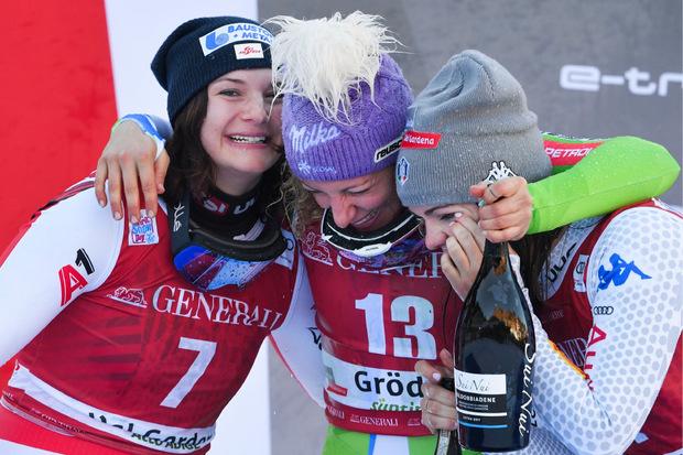 Eine Umarmung der Top drei, Ramona Siebenhofer, Ilka Stuhec und Nicol Delago, durfte freilich auch nicht fehlen.
