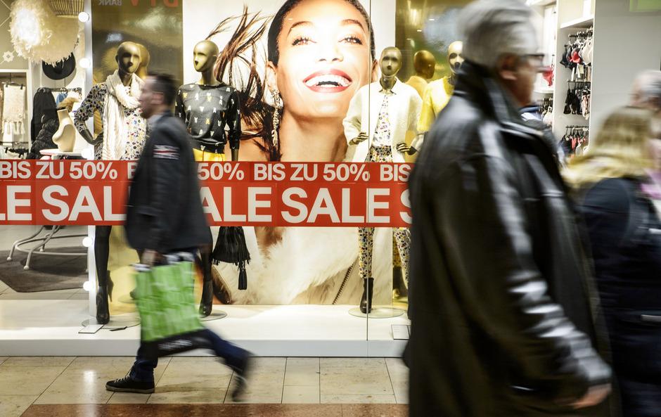 Das Weihnachtsgeschäft dauert mindestens noch bis Silvester an, jetzt startet der Schlussverkauf.