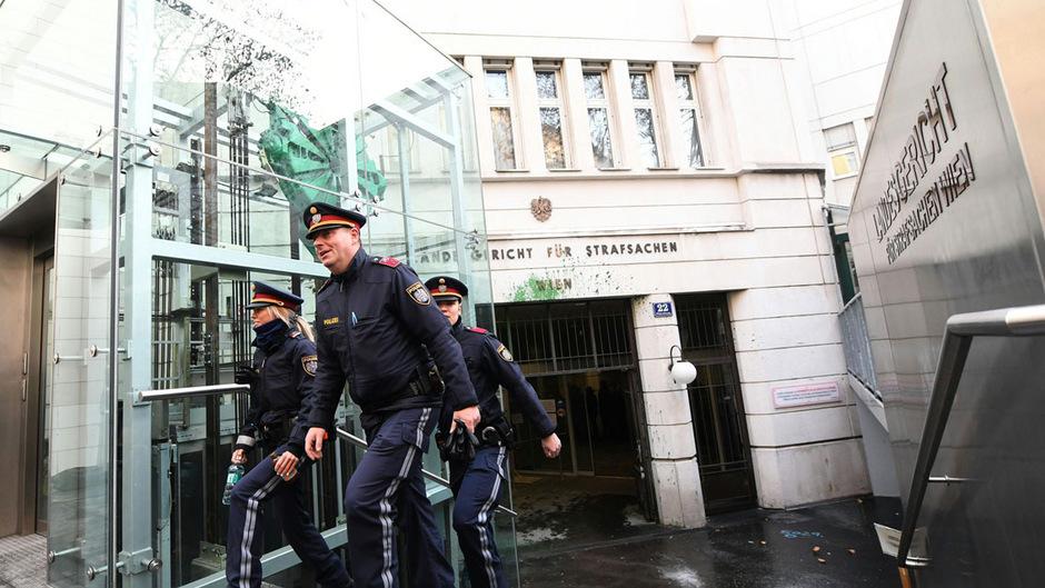 Der Prozess begann am Mittwoch unter schwersten Sicherheitsvorkehrungen in und um das Straflandesgericht.