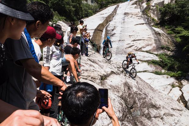Viel Bewunderung und Offenheit erlebten Harald Philipp und sein Team bei ihrer Mountainbike-Tour im abgeschotteten Nordkorea.