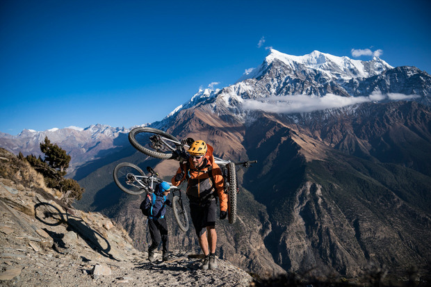 Für die letzten Höhenmeter kommt das Rad oft auf den Rücken.