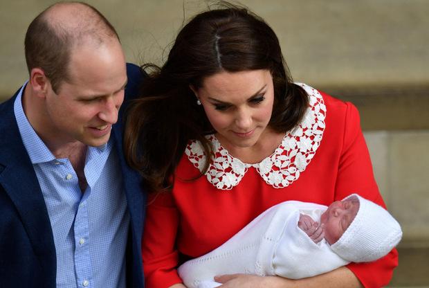 Am 23. April zeigten Prinz William und seine Ehefrau Cathrine ihren neugeborenen Sohn Louis Arthur Charles der Welt.