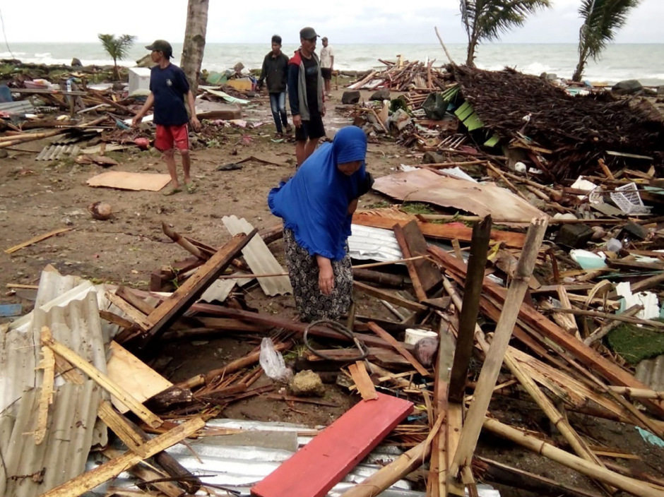 Überlebende nach dem Tsunami am Carita Beach.