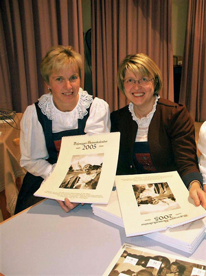 Kalendermacherinnen Agnes Ladstätter (l.) und Ottilie Stemberger.