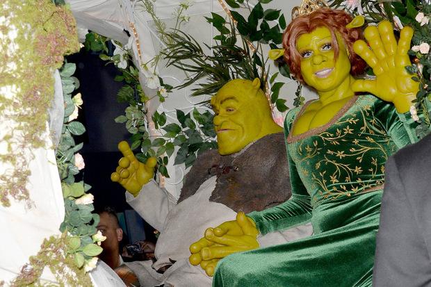 """Zu Halloween hatte Kaulitz seine Freundin als """"Shrek"""" begleitet."""