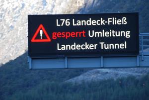 Die Information am Überkopfbalken der A12 (Kronburg-Parkplatz) wird offenbar übersehen.