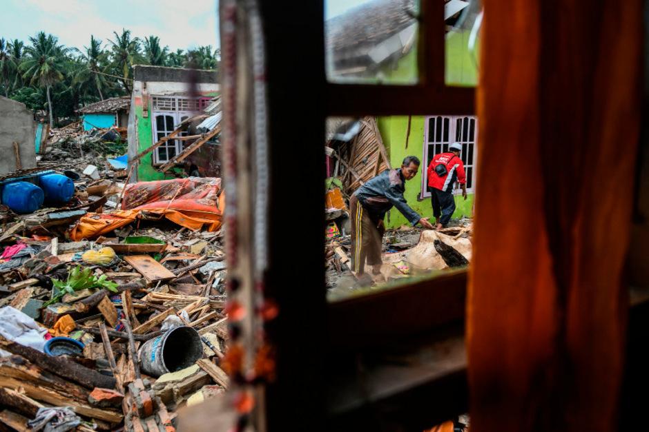 Mehr als 430 Menschen kamen bei dem Erdbeben ums Leben. 159 Menschen wurden am Freitag noch vermisst.