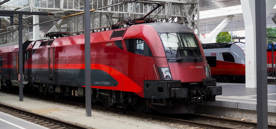 Mit dem Railjet im Salzburger Bahnhof einzufahren, kann mit Schülerverbundkarten teuer werden.