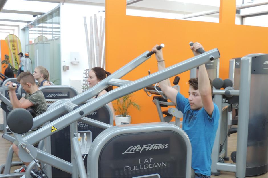 Berufsschüler aus ganz Tirol lernten bei einem Praxistag in Schwaz moderne Fitnessgeräte und Trainingsmethoden kennen.