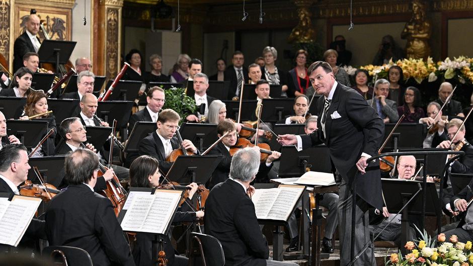 Am Sonntag gaben Dirigent Christian Thielemann und die Wiener Philharmoniker eine Voraufführung des Neujahrskonzerts.