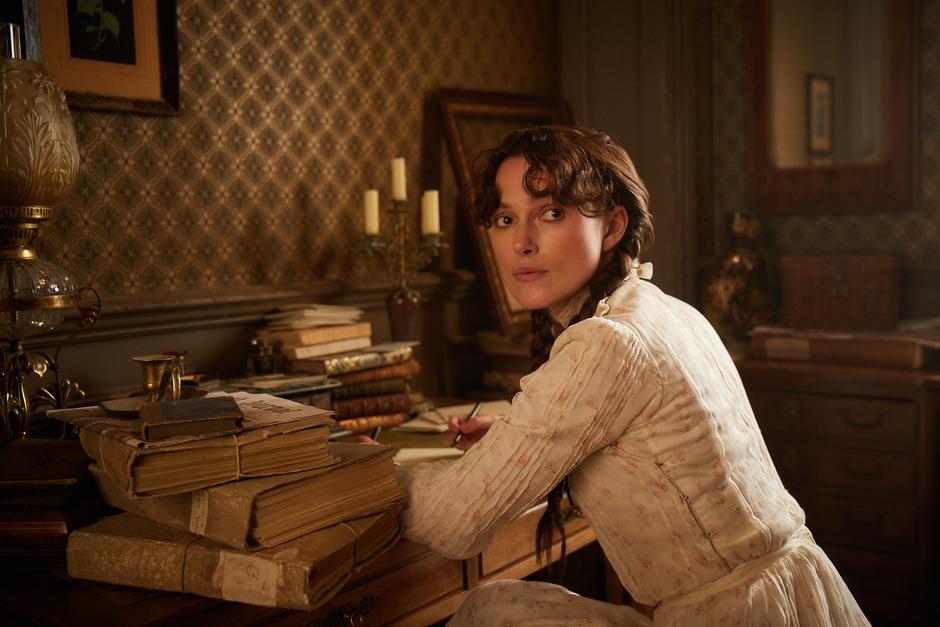 Keira Knightley hat sichtlich Spaß als Colette. Im Paris der Jahrhundertwende nimmt sich Sidonie-Gabrielle Colette die Freiheit – in ihren privaten Beziehungen und als Autorin erfolgreicher Romane.