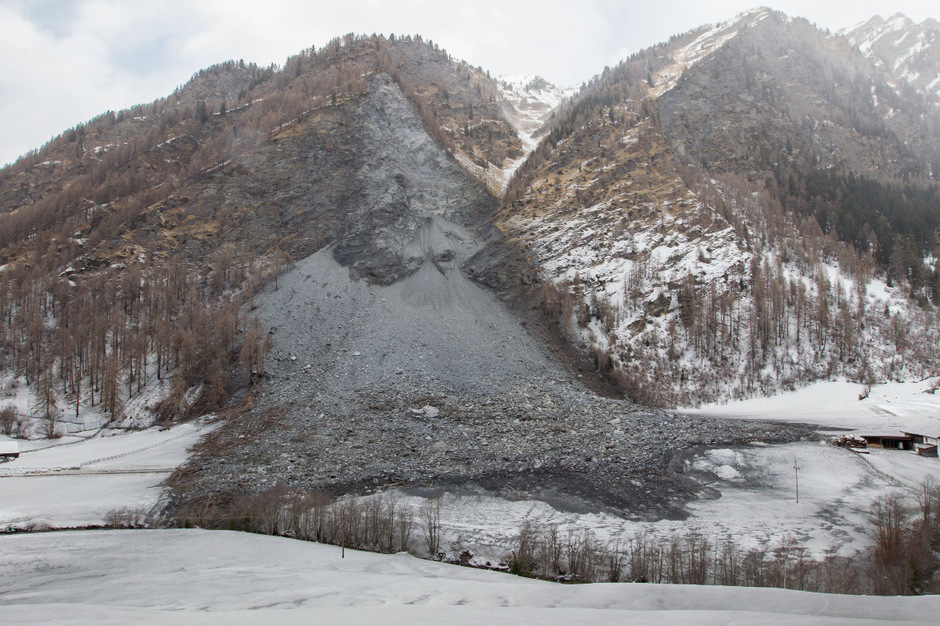 Ein gewaltiger Felssturz ging an Heiligabend 2017 in Vals ab. Wie durch ein Wunder wurde damals niemand verletzt.