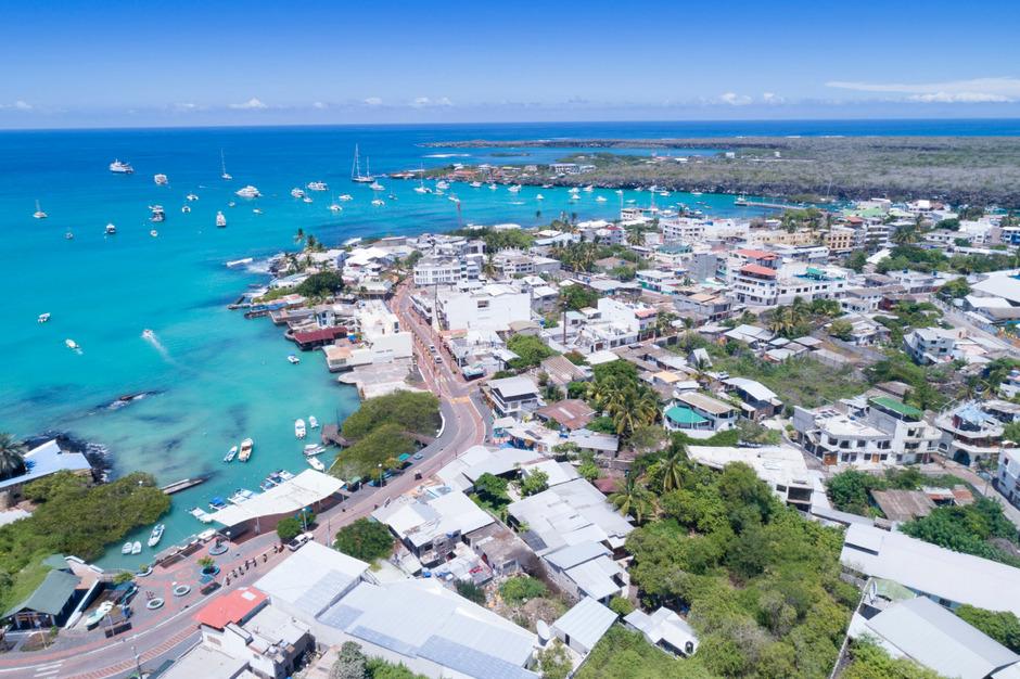 Ein Blick auf Puerto Ayora, der größten Stadt des Galapagos-Archipels.