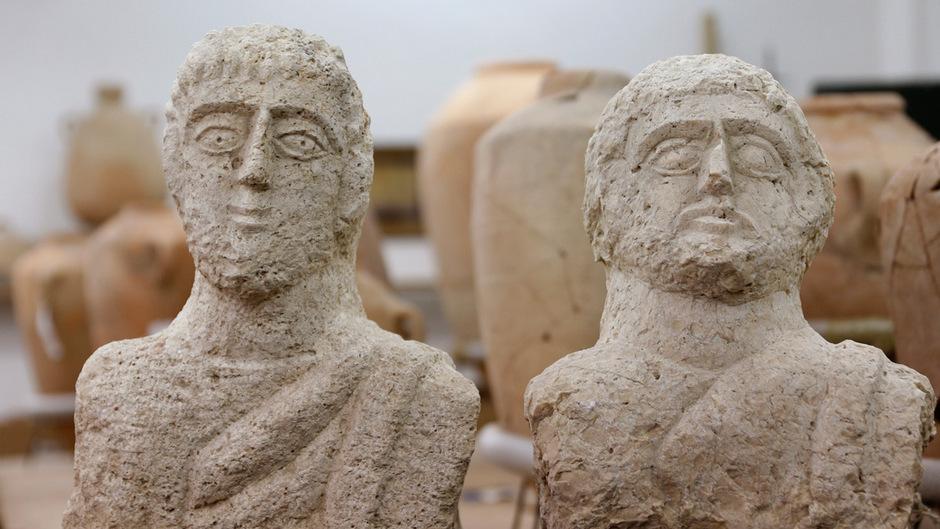Die lebensgroßen Skulpturen werden auf die späte Römerzeit vor rund 1700 Jahren datiert.