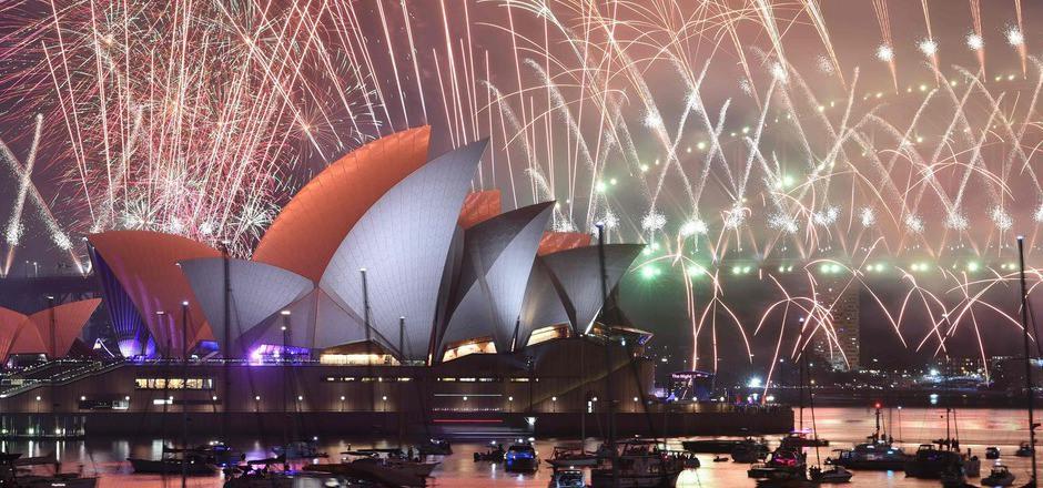 Der zwölfminütige Feuerzauber ließ den Himmel in Sydney über geschätzt 1,5 Millionen Zuschauern erstrahlen.