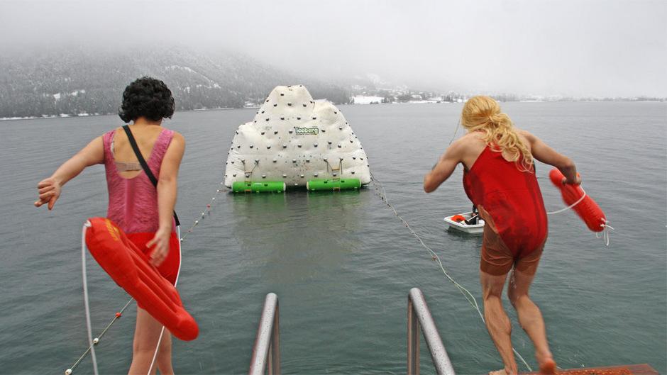 Baywatch am Achensee: Die Rettungsschwimmer von Malibu waren beim Silvesterschwimmen auch dabei.