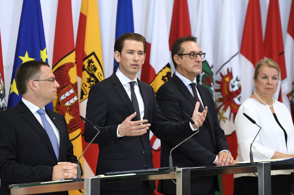 ÖVP-Klubobmann August Wöginger, Bundeskanzler Sebastian Kurz (ÖVP), Vizekanzler Heinz Christian Strache (FPÖ) und Sozialministerin Beate Hartinger-Klein (FPÖ). (v.l.n.r.)
