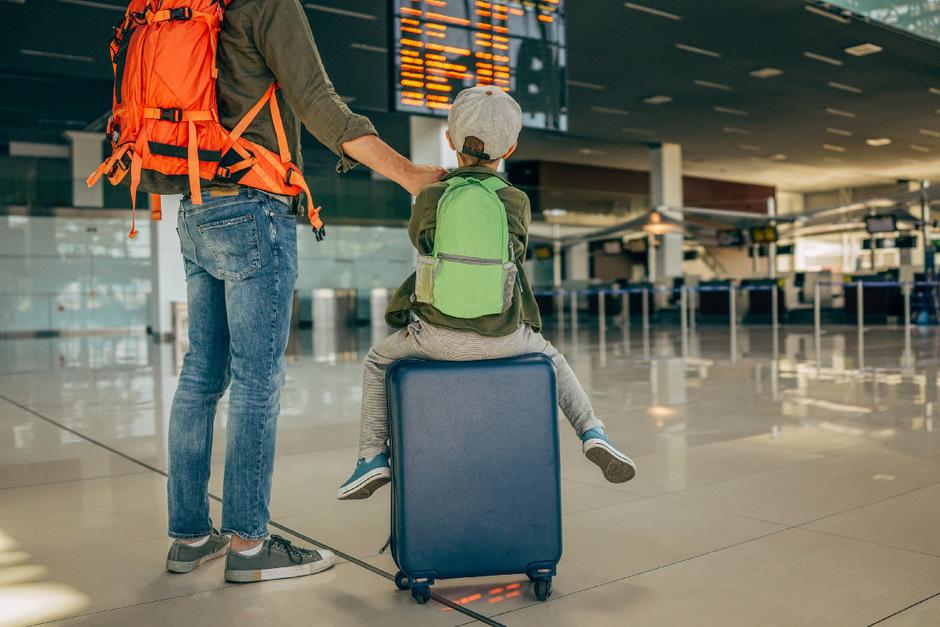 Oft können Kinder mit einem Elternteil nur reisen, wenn die Zustimmung des anderen erfolgt.