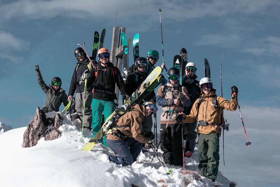 Im Freeride-Mekka Fieberbrunn begaben sich Andrea Limbacher & Co. ins Backcountry rund um den legendären Wildseeloder.