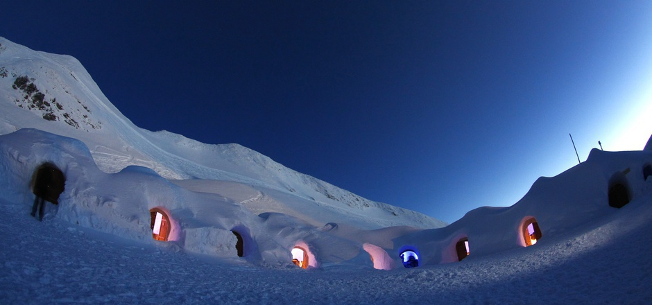 """""""15 Iglus bieten Platz für maximal 50 Übernachtungsgäste – fernab von allem. Tagsüber blickt man auf rund 50 Dreitausender und in der Nacht auf unzählige Sterne am Himmel"""", heißt es in der Bewerbung."""