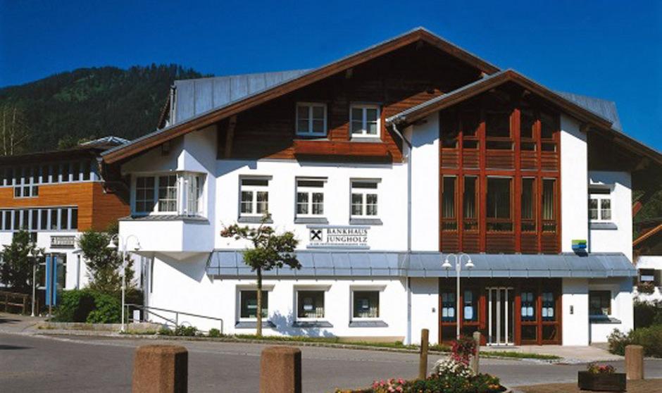Das Bankhaus Jungholz, eine Zweigniederlassung der Raiffeisenbank Reutte, war zwei Jahrzehnte die Cashcow des Instituts und bescherte Geldbewegungen und Einlagen in Milliardenhöhe. Längst ist alles anders.