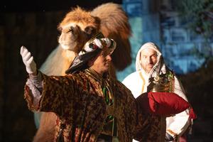 König Balthasar durchschaut die List des Herodes, der alle Kinder töten will.