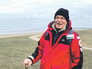 Wattführer Johann P. Franzen kennt die Nordsee bei Westerdeichstrich wie seine Westentasche. Im Sommer und im Winter ist er im Watt unterwegs.